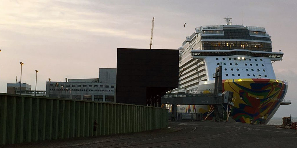 Webcam Bremerhaven Columbus Cruise Center